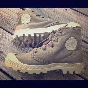 Palladium Women's High Top boot shoe 8.5